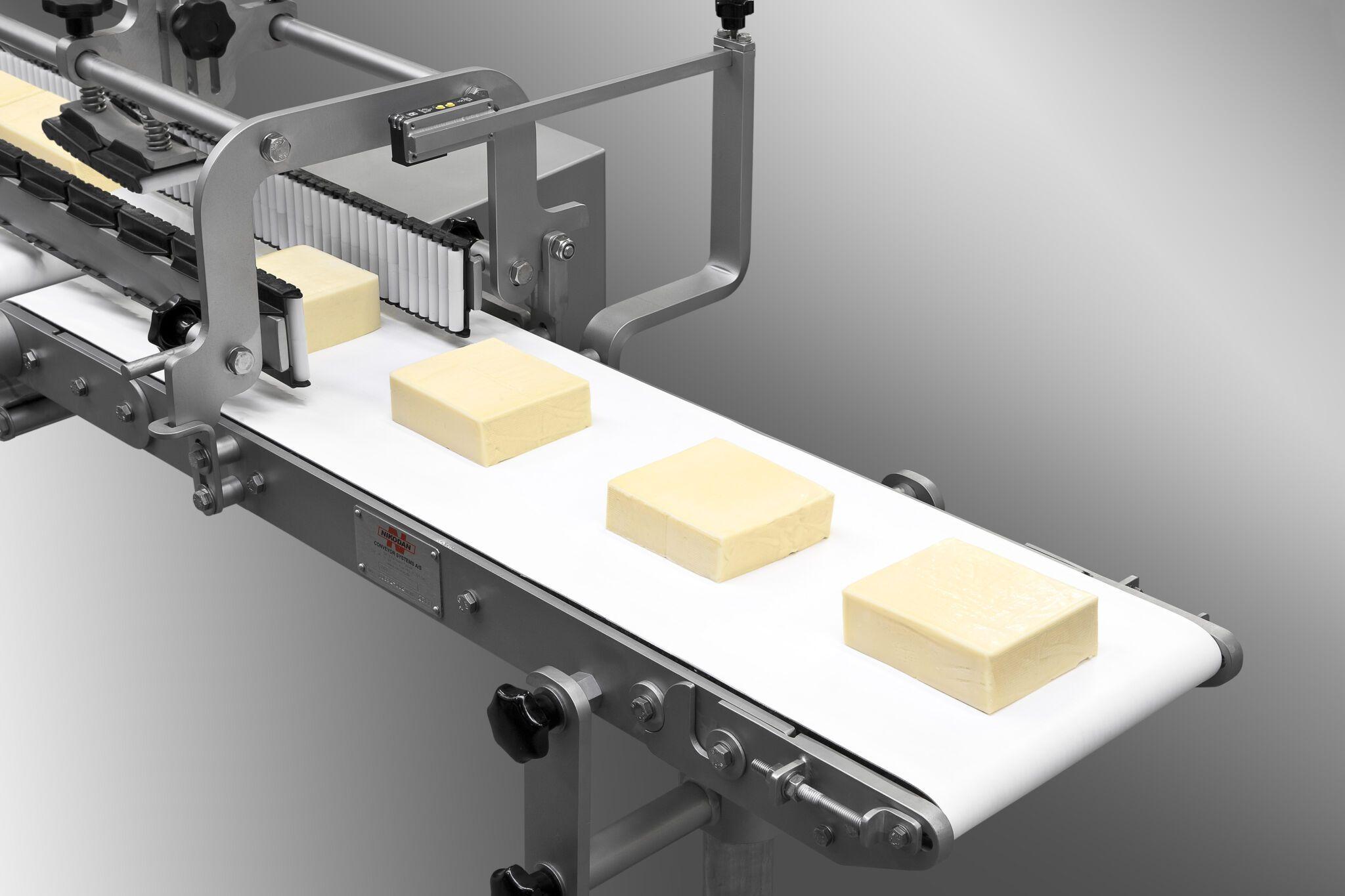 Infeeder blocks of cheese