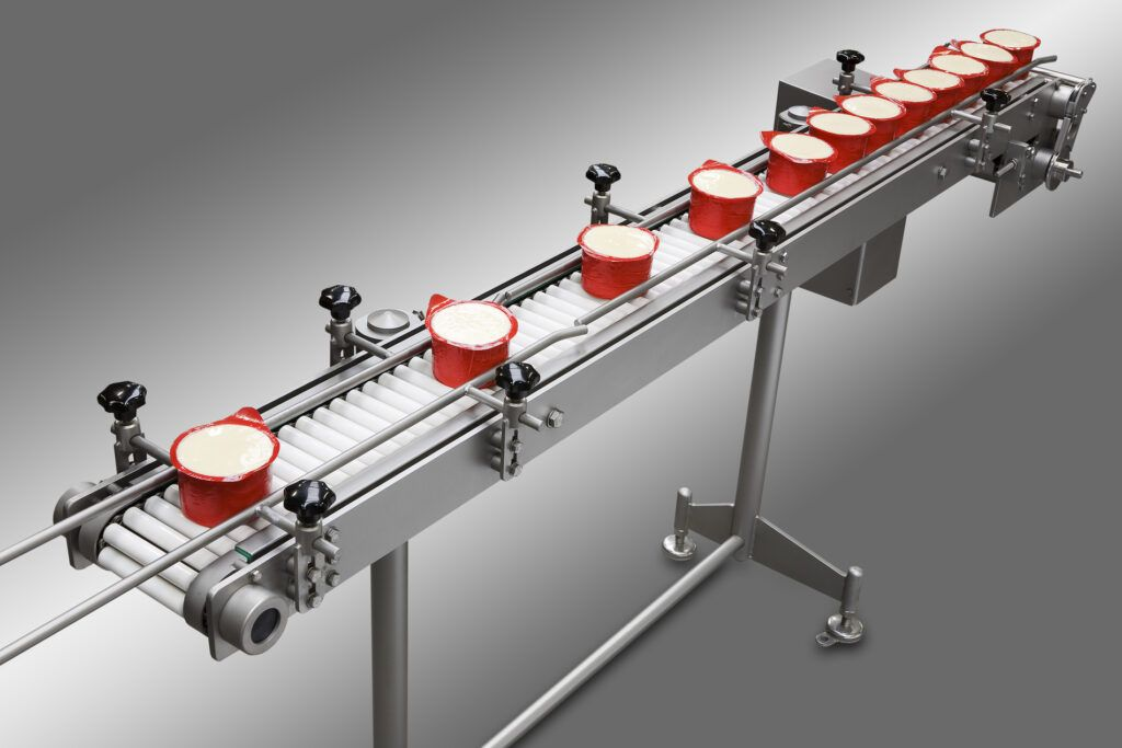 Hygenic transport conveyor for cheese