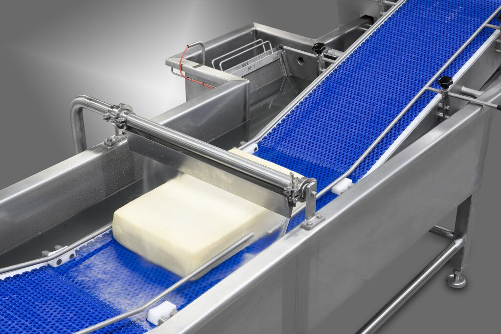 Washing unit for cheese