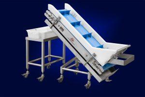 Transport conveyor for blocks of frozen meat